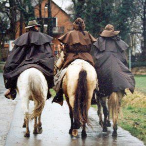 Bekleidung für die Reise zu Pferd